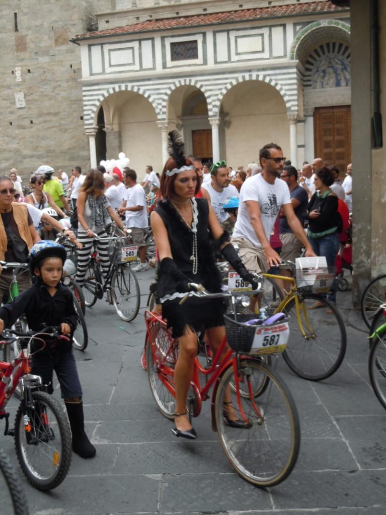 rower_z_piorem_na_glowie_moja_toskania_pistoia