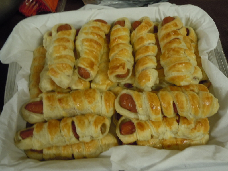 Paluszki z ciasta francuskiego: mumie z parowkami