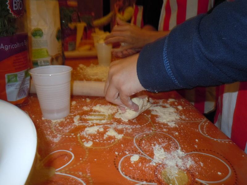 dzieci_zagniataja_ciasto_kurs_gotowania_moja_toskania
