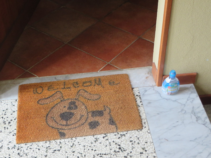 butelka_przed_drzwiami_moja_toskania