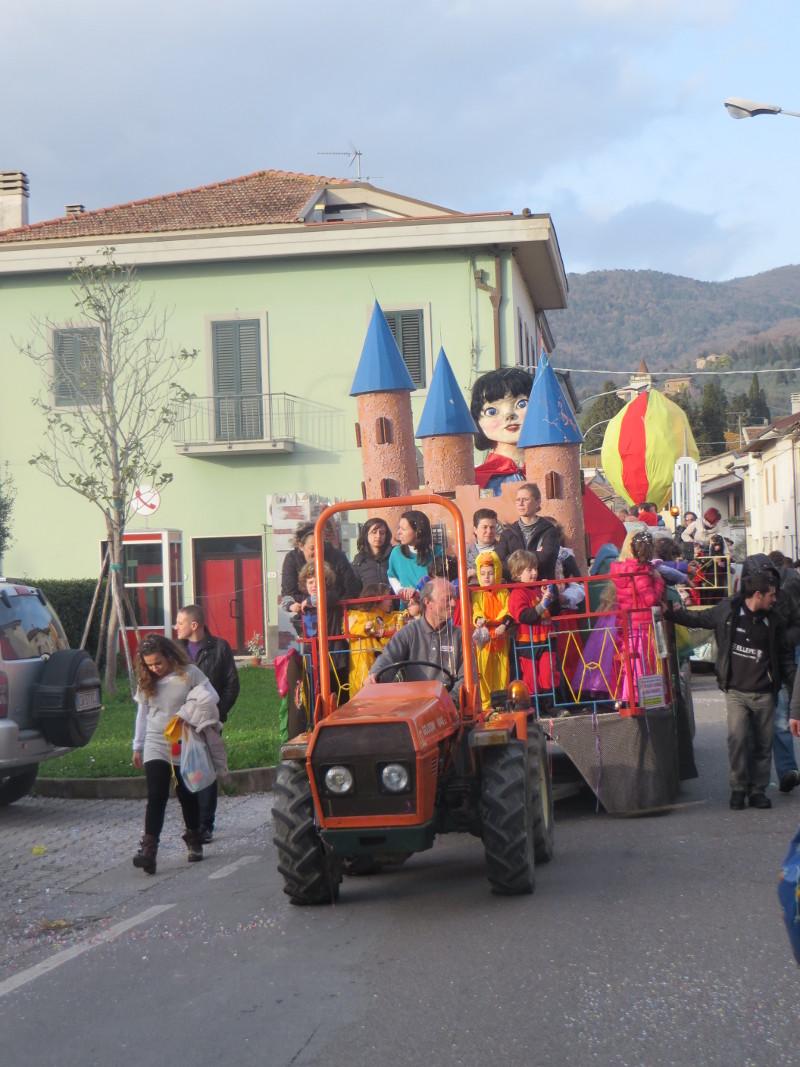 karnawalowy_traktor_moja_toskania_vitolini