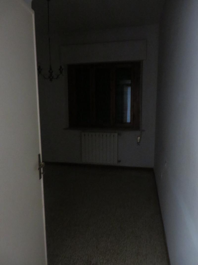 Drugi pokoj, zasloniete okno, stad zdjecie ciemne :(