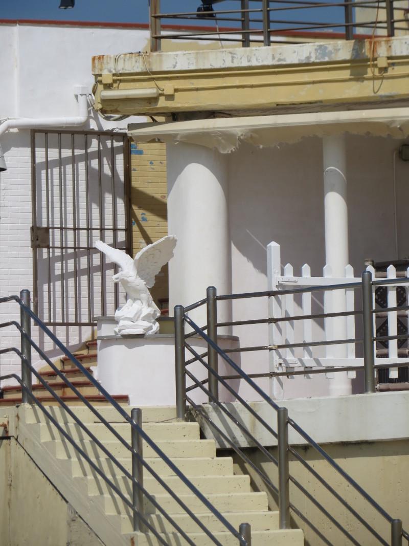 fragment_opuszczonego_budynku_na_plazy_moja_toskania