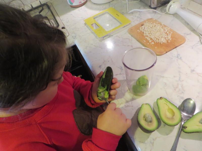 obieranie_avocado_moja_toskania