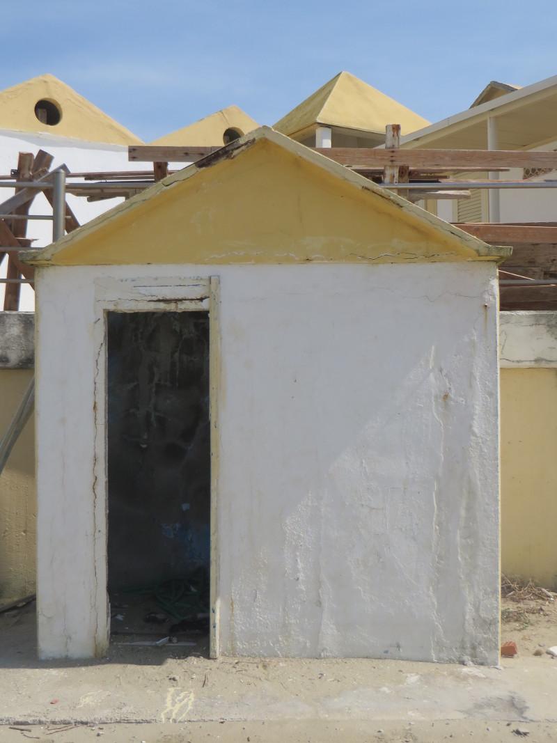 opuszczony_domek_na_plazy_moja_toskania