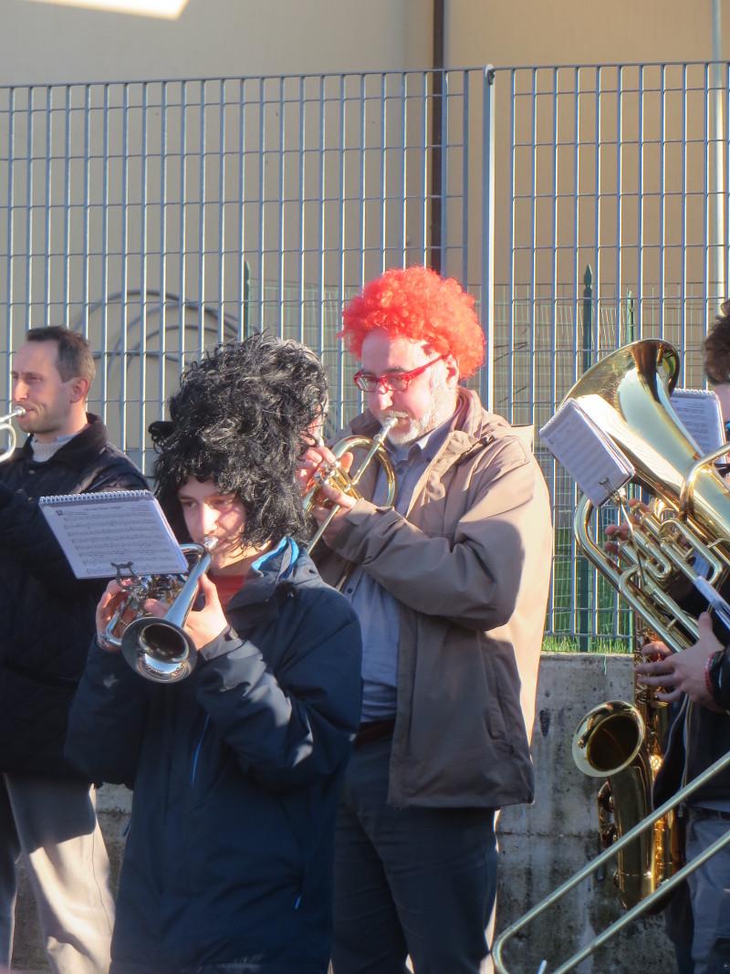 pan_z_orkiestry_w_rudej_peruce_cantagrillo_moja_toskania