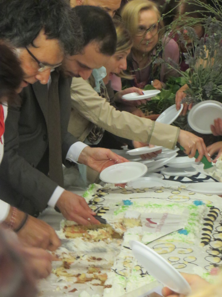 Burmistrz pistoi kroi tort