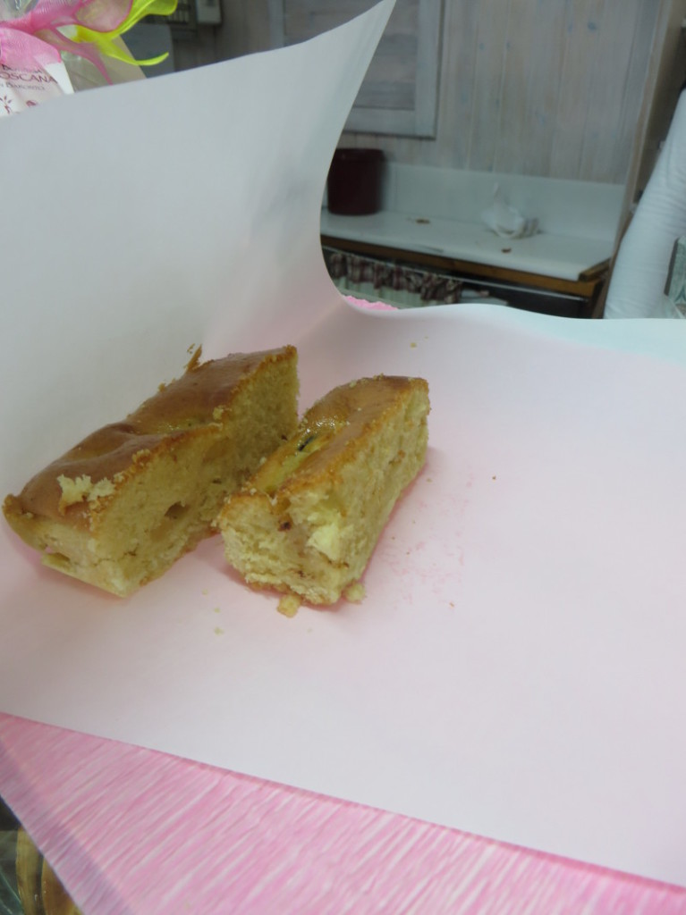 Degustacja ciasta biszkoptowego z jablkiem