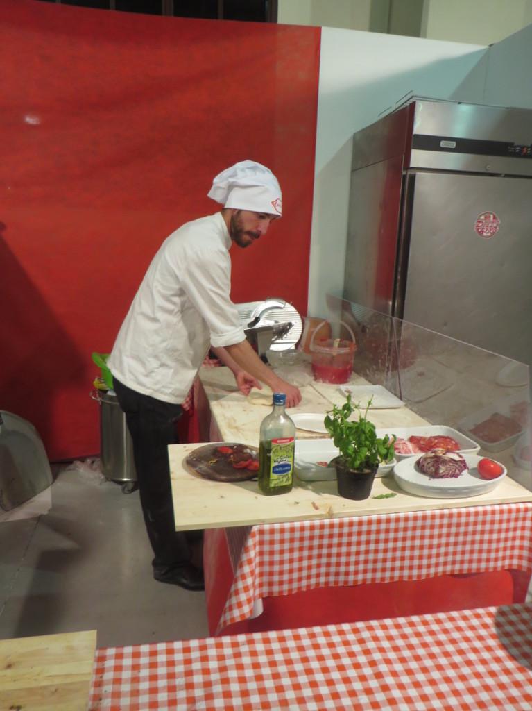pizzaiolo_robi_pizze_toskania_w_ustach_moja_toskania_pistoia