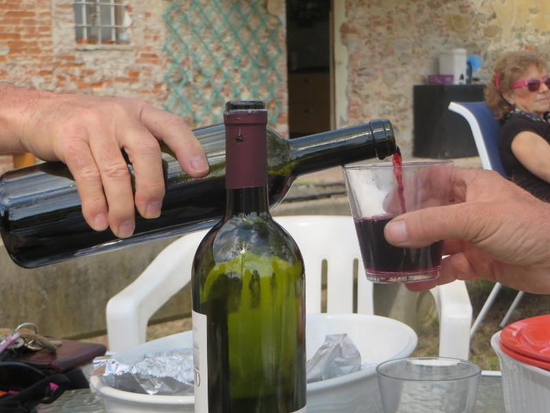 wlewanie_wina_do_szklanki_moja_toskania