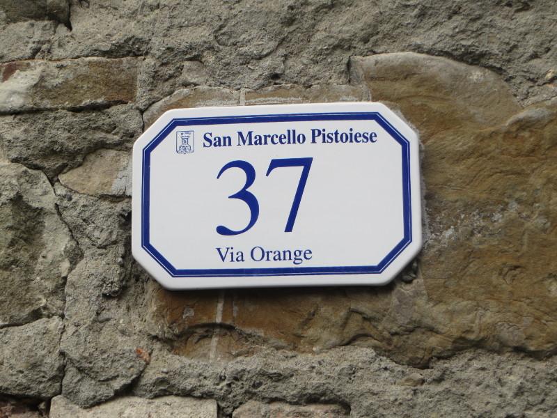Gavinana to proawdpopodobnie gmina San Marcello Pistoiese, ale dlaczego na tabliczce nie ma  tez nazwy miasta?