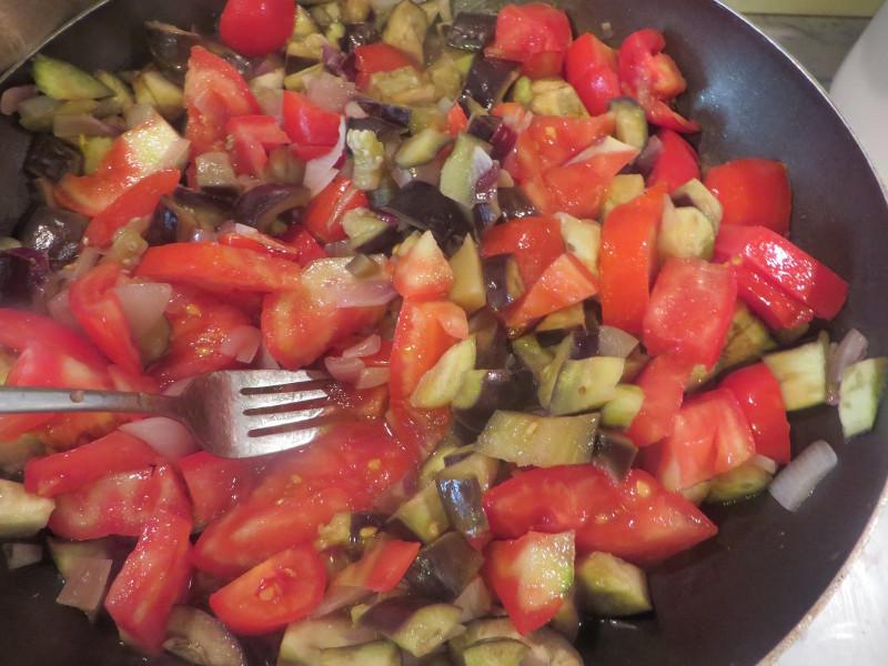 dodanie_pomidora_do_baklazana_moja_toskania