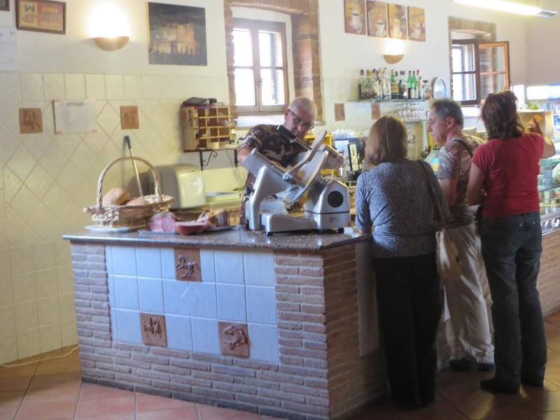 kolejka_do_kanapek_bar_san_galgano_restauracja_moja_toskania