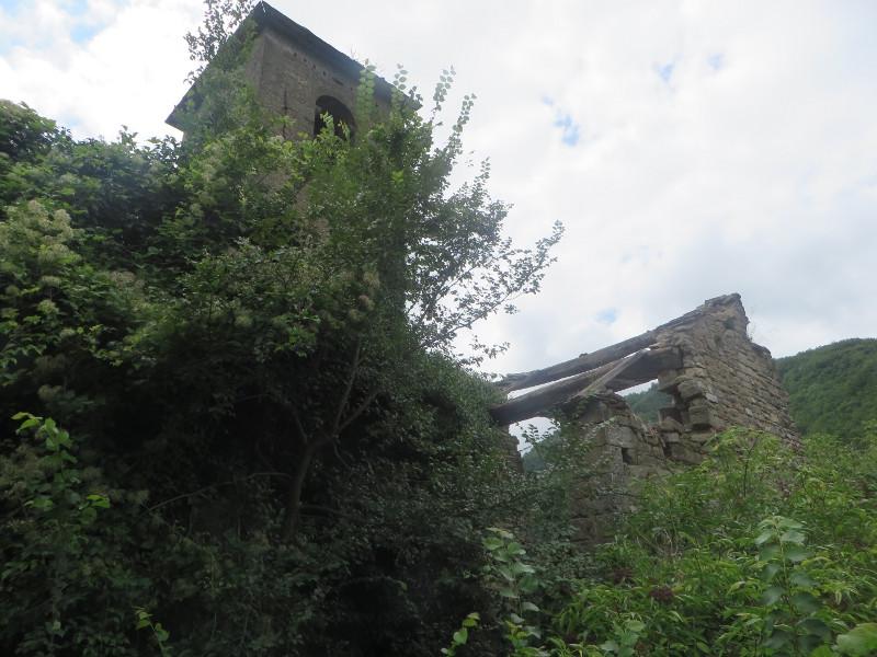 Ruiny kosciola widziane od tylu (fot.maz)