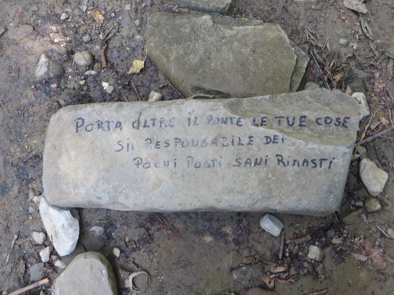 napis_na_kamieniu_moja_toskania