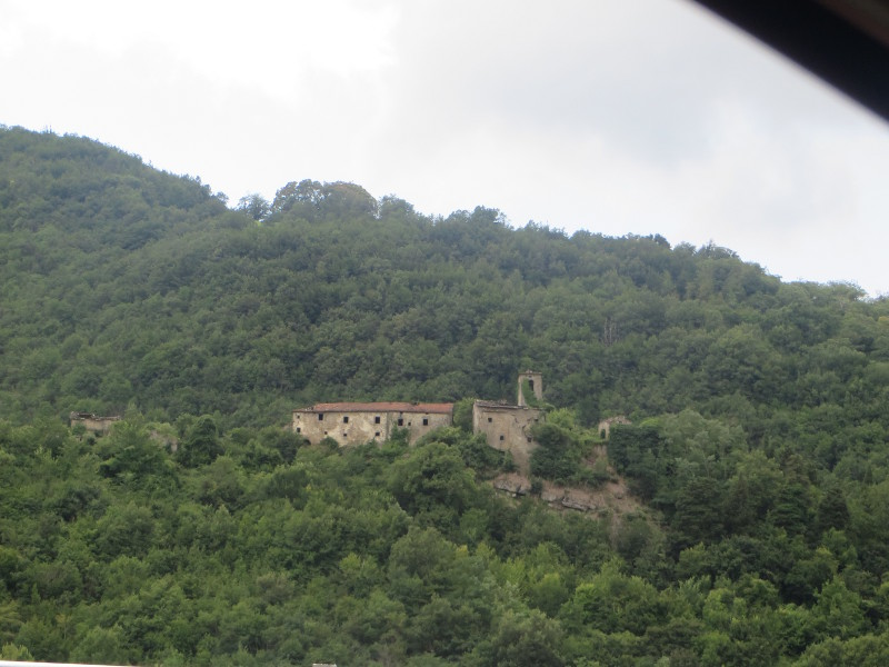 opustoszale_miasto_widok_z_auta_moja_toskania