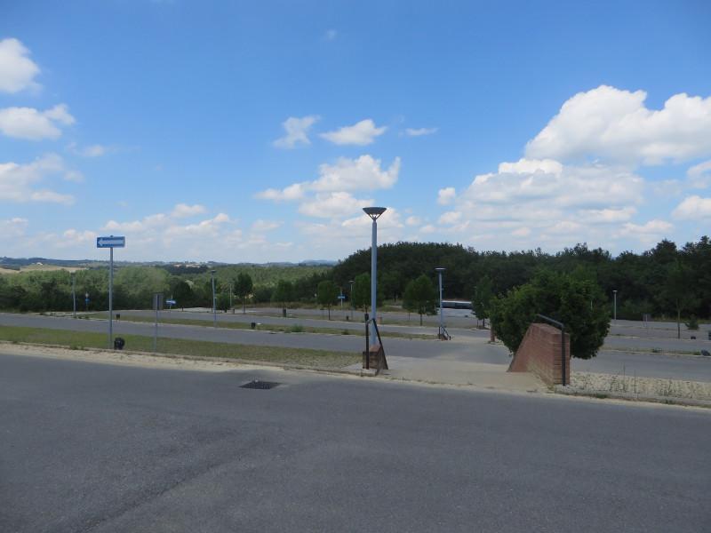 pusty_parking_san_galgano_moja_toskania