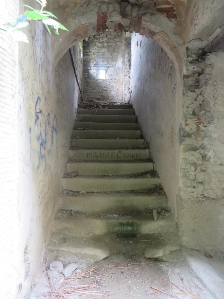 schody_opuszczonego_domu_moja_toskania_castiglioncello