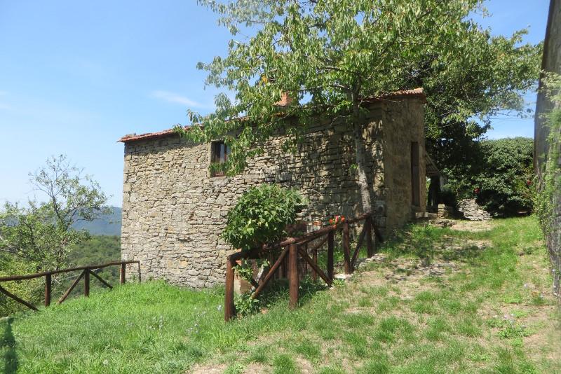 dom_na_przeciw_kosciola_bivignano_moja_Toskania