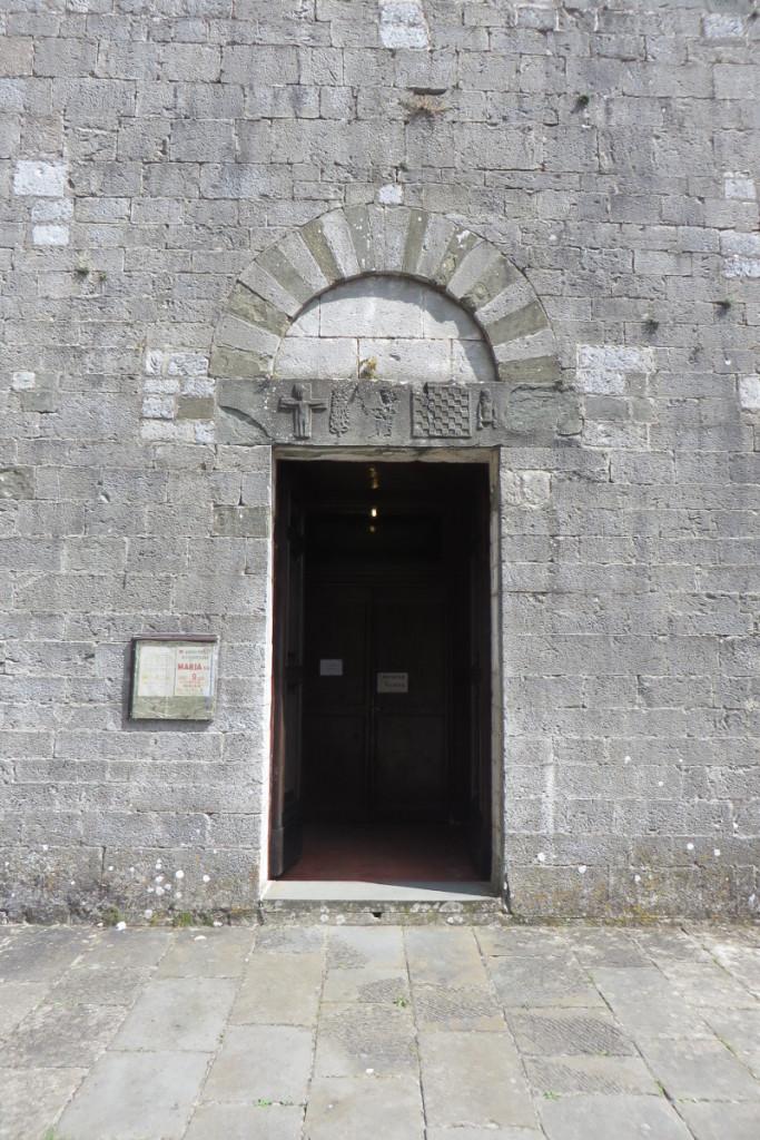 drzwi_kosciola_vico_pancellorum_moja_toskania