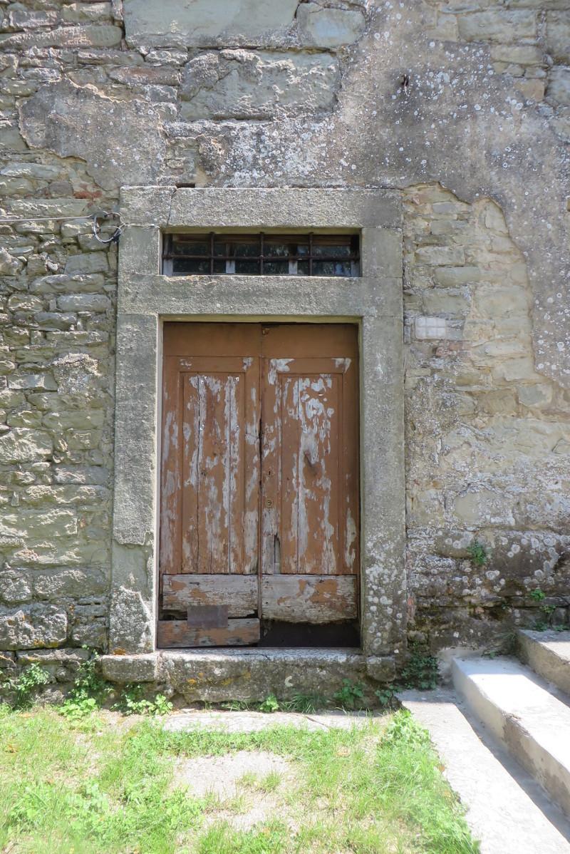 drzwi_przy_kosciele_moja_Toskania_bivignano