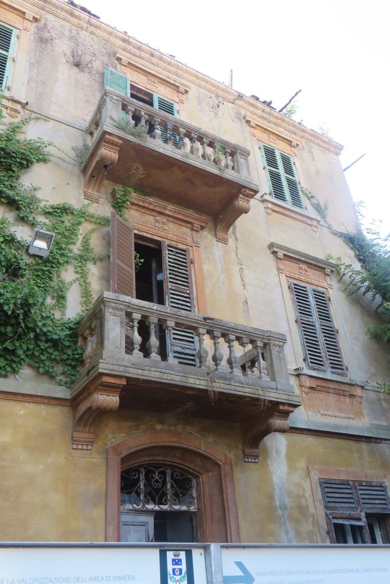 duzy_opusczony_dom_castelnuovo_dei_sabbioni_moja_toskania