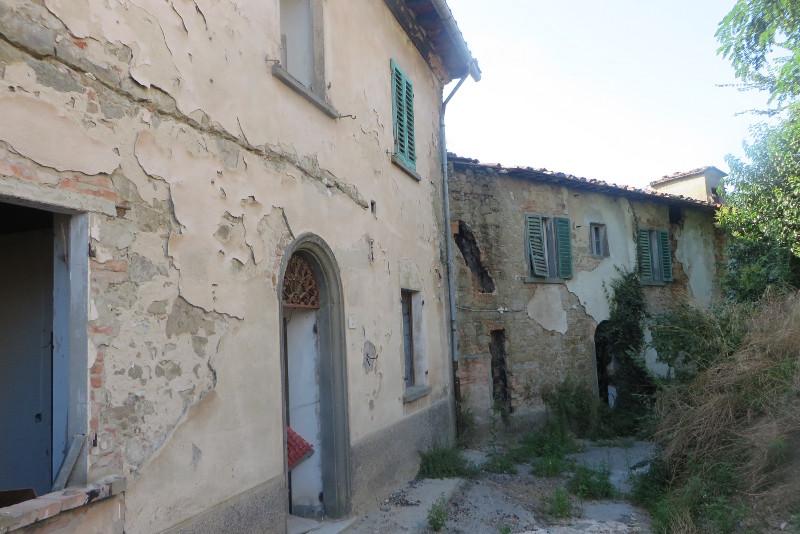 dwa_opusczone_domy_moja_Toskania_castelnuovo_dei_sabbioni