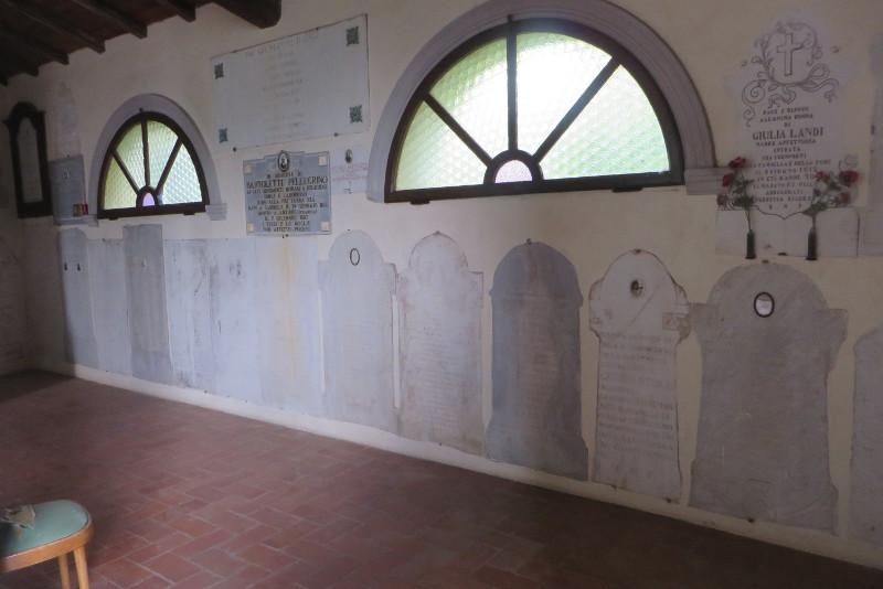 groby_w_kosciele_sambuca_castello_moja_toskania