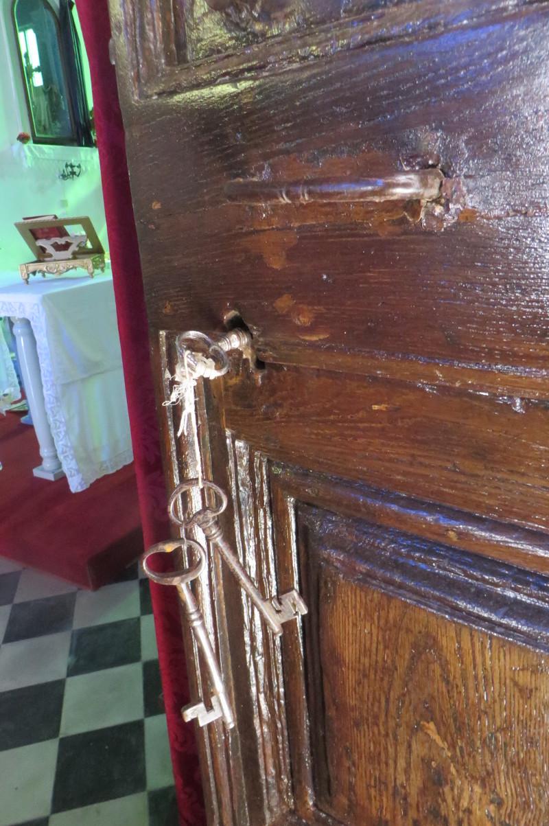 klucze_w_drzwiach_kosciola_riolo_moja_toskania