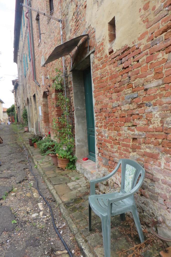 krzeslo_na_ulicy_moja_toskania_toiano