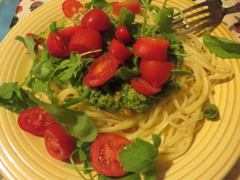 linguine_z_pesto_rukolowym_i_pomidorkami_czeresniowymi_moja_toskania