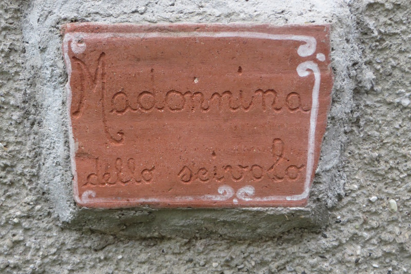 napis_madonnina_moja_toskania_lagacci