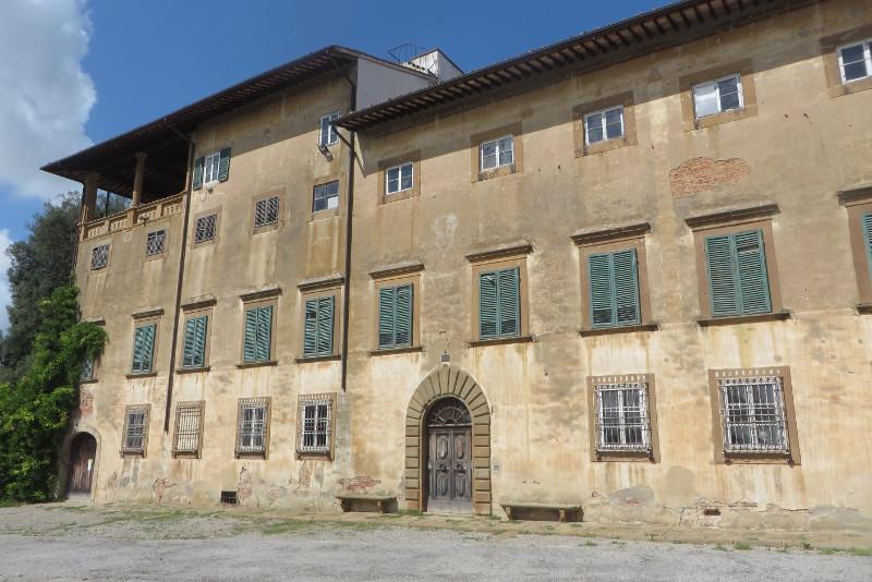 ogromny_budynek_villa_Saletta_moja_toskania