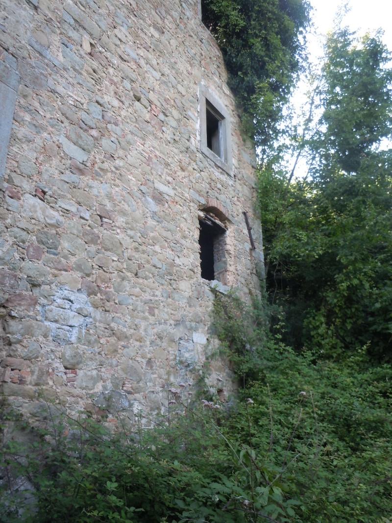 ogromny_dom_buiano_bugnano_moja_Toskania_ruina