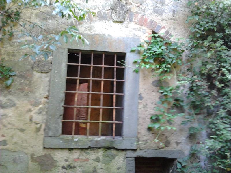 okno_z_krata_moja_Toskania_buiano_bugnano_foto_alessandro