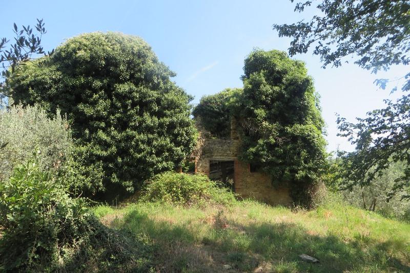 opuszczony_dom_z_daleka_calbi_moja_Toskania