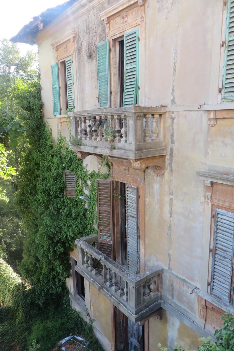 opuszczony_dom_z_gory_castelnuovo_dei_sabbioni_moja_Toskania