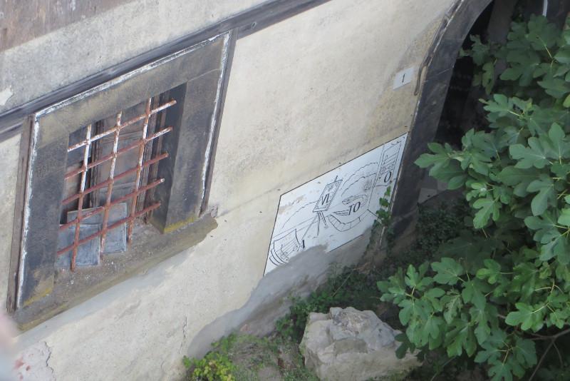 rebus_przy_drzwiach_castelnuovo_dei_Sabbioni_moja_Toskania