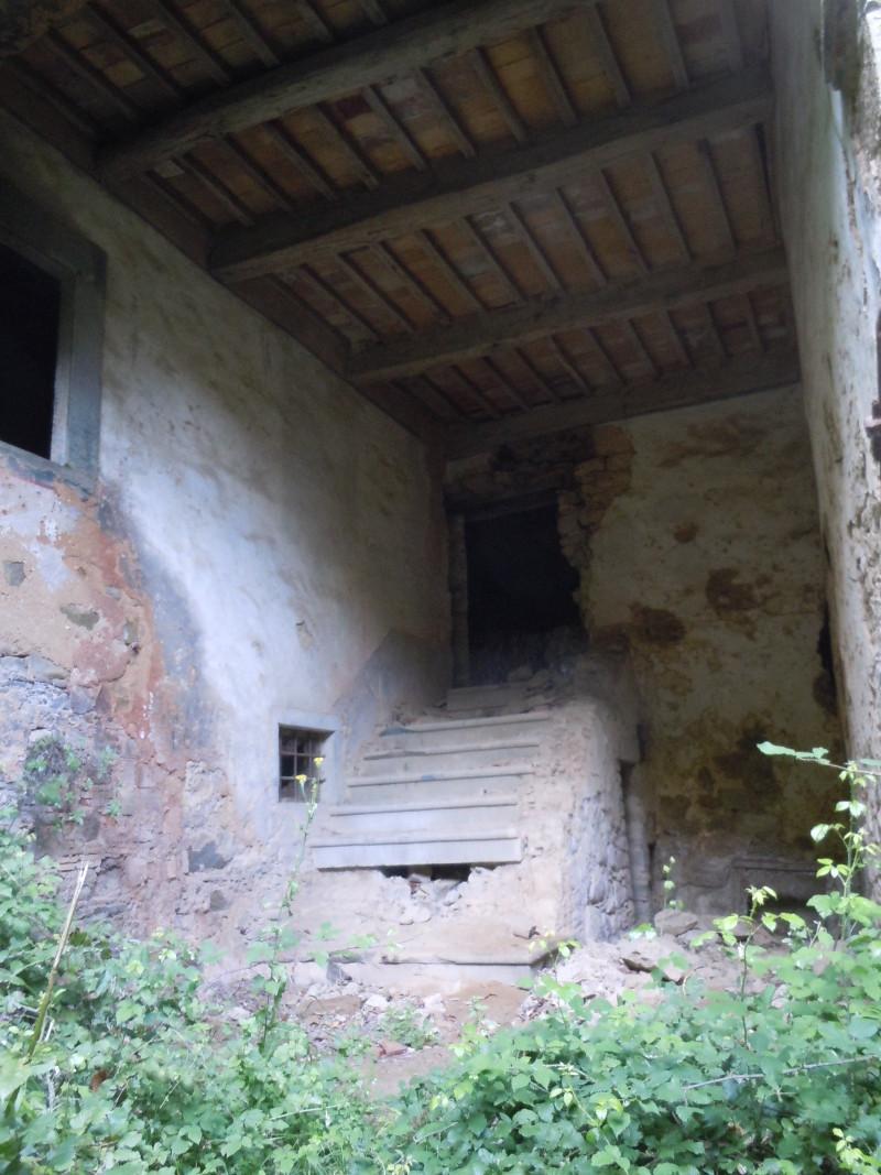 ruina_popsute_Schody_moja_Toskania_buiano_bugnano