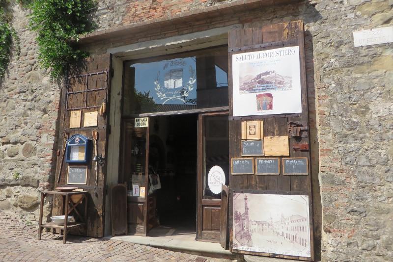 sklep_z_souvenirami_monterchi_moja_Toskania