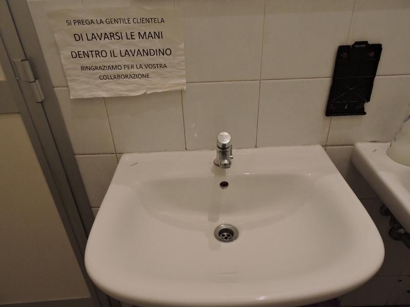 umywalka_i_napis_moja_toskania
