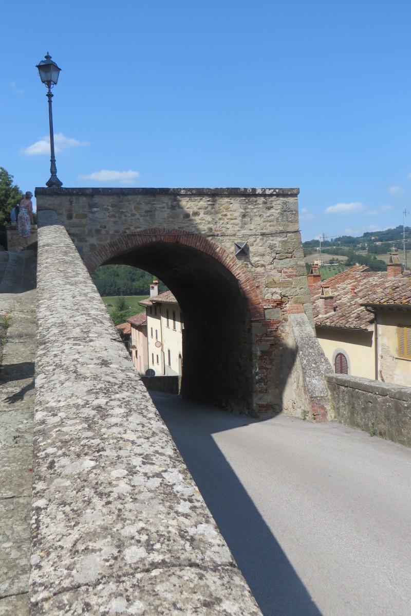 wejscie_pod_gore_do_monterchi_moja_toskania