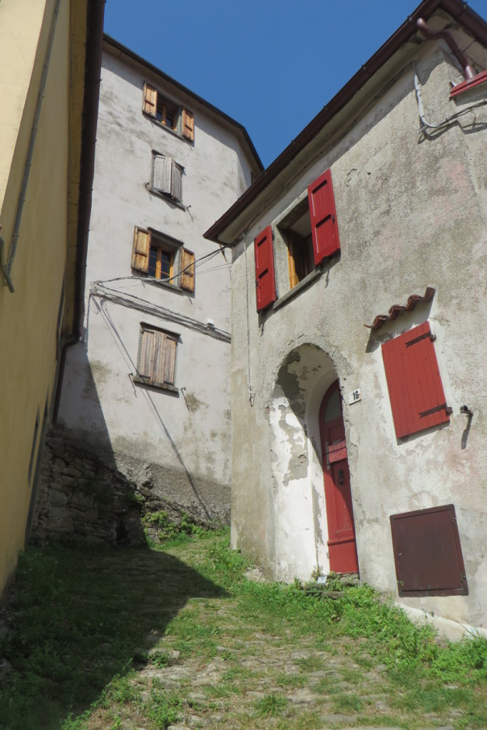 wejscie_pod_gore_sambuca_castello_moja_toskania