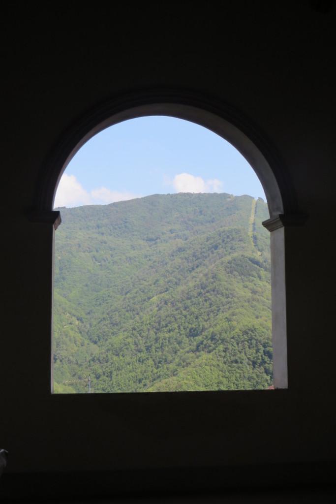 widok_z_okna_kosciola_sambuca_castello_moja_toskania