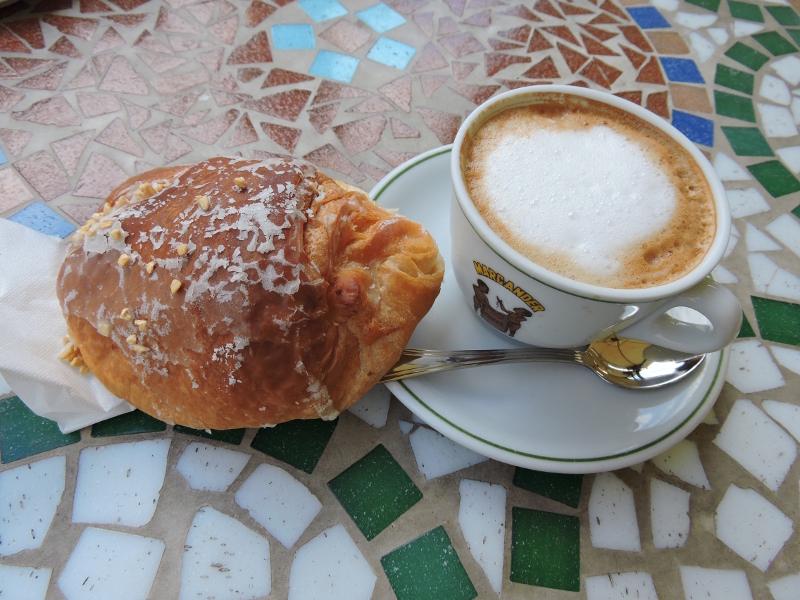 cappuccino_brioche_castellazzara_moja_toskania