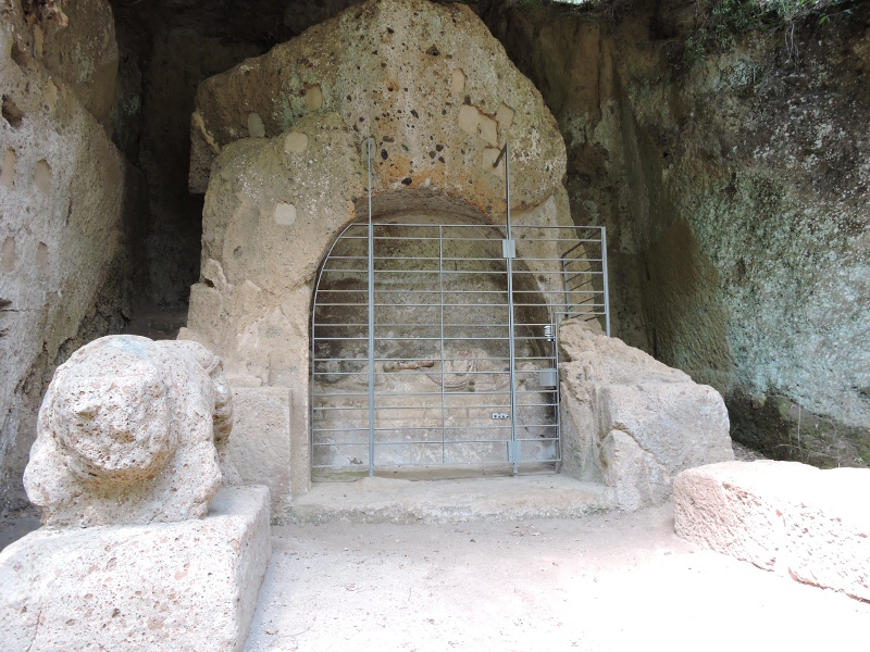 Grob Skrzydlatych Demonow