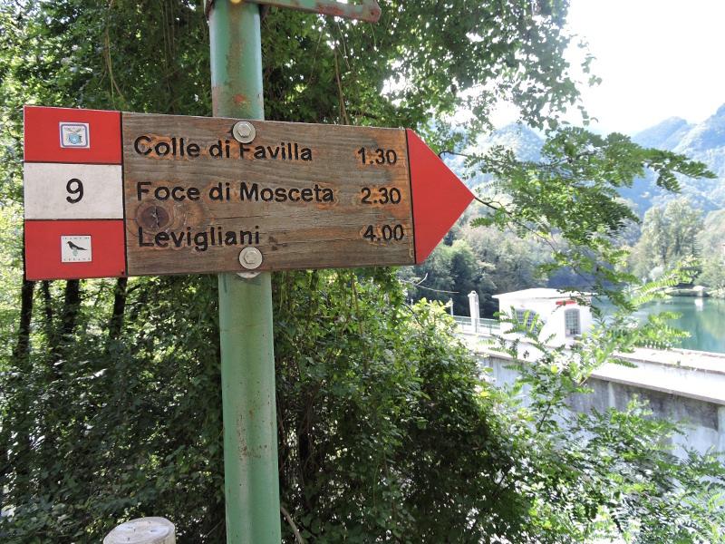 Znak przed wejscie na tame w Isola Santa