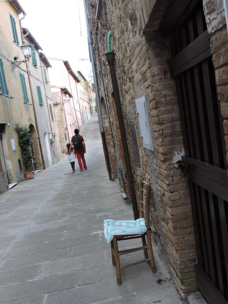 krzeslo_na_ulicy_celle_sul_rigo_moja_Toskania