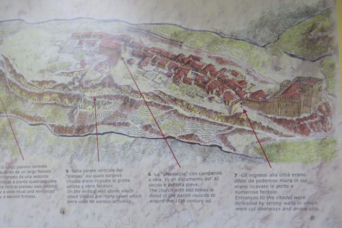 Na budynku wisi mapka dawnego miasta