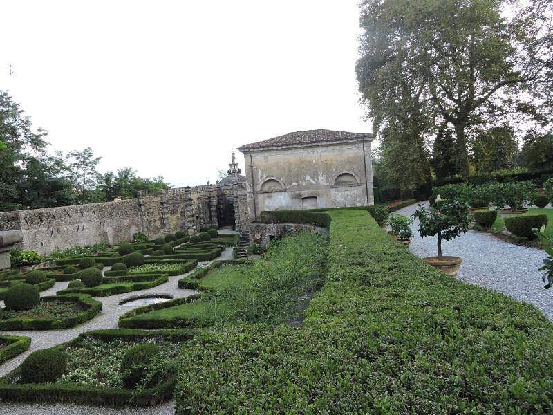 ogrod_villa_torrigiani_moja_Toskania_camigliano
